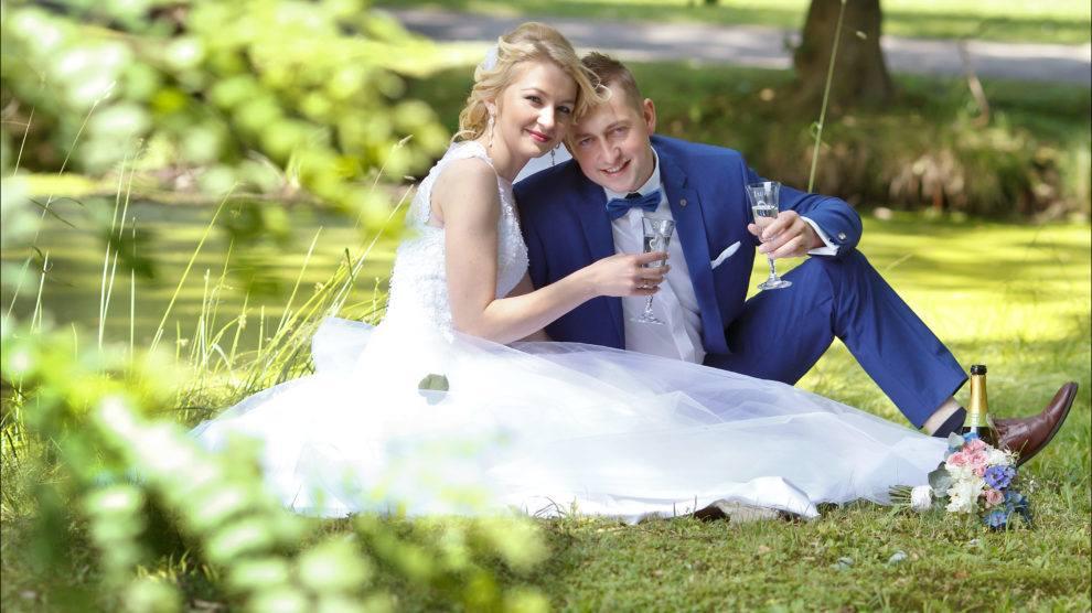 Sesja ślubna nad stawem